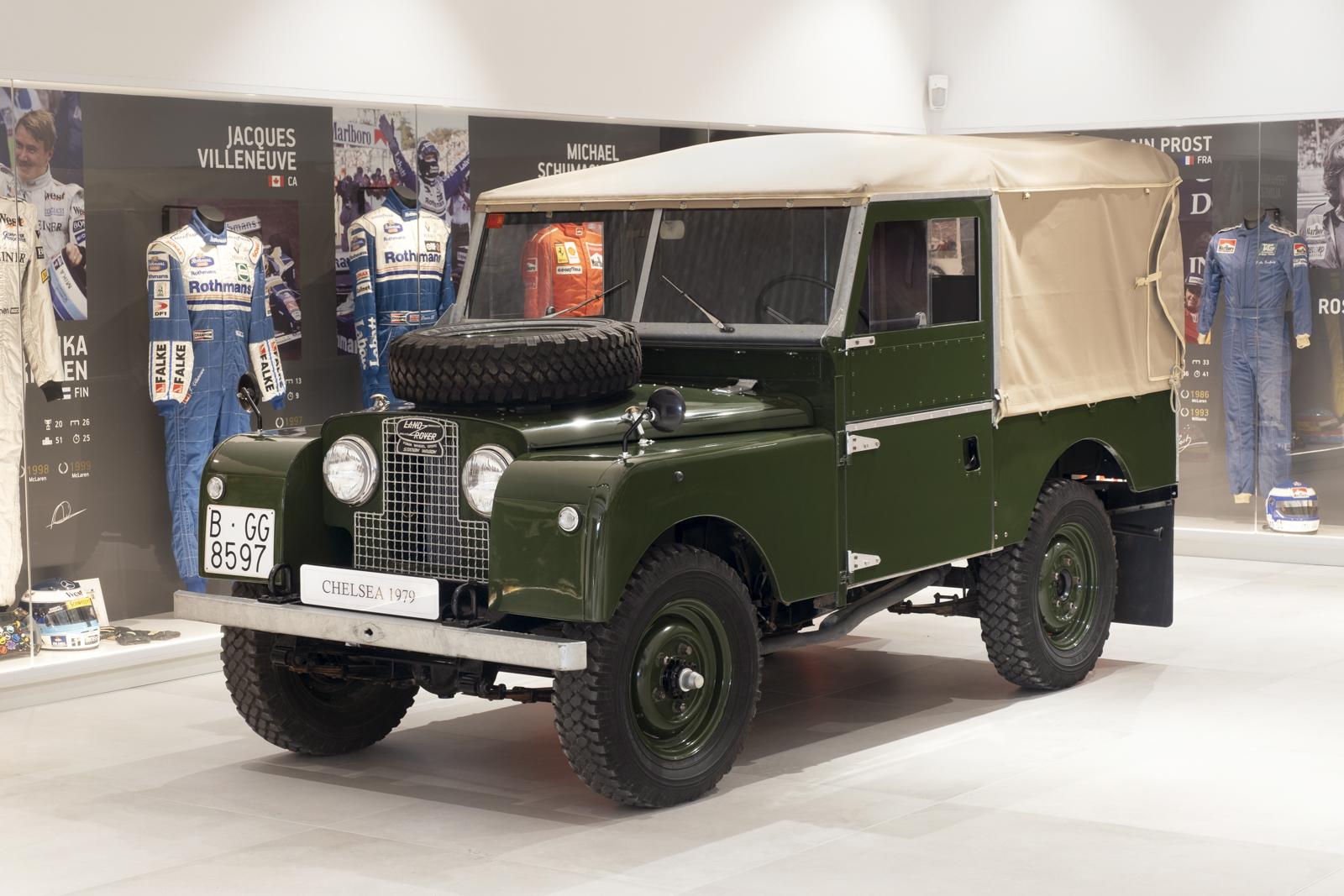 DEFENDER 1957 01 Defender 1957